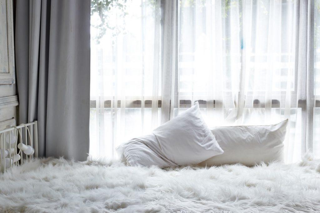 Tende shabby chic per la camera da letto, come scegliere